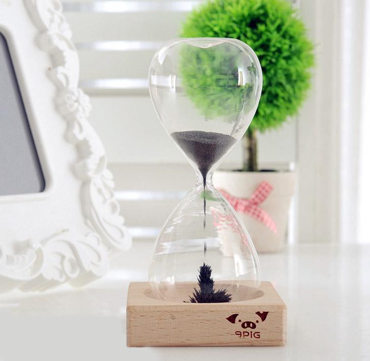 Магнитные песочные часы - отличный антистресс и украшение рабочего стола.